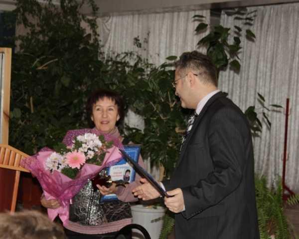 В «Брянских коммунальных системах» наградили сотрудника октября