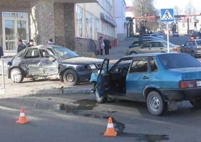 В Брянске трезвый водитель спровоцировал аварию с пьяным