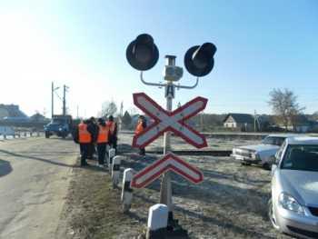 Почти сто брянских железнодорожных переездов имеют недостатки