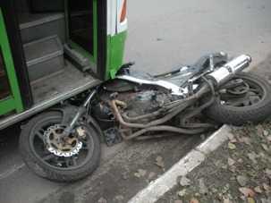 Брянский мотоциклист взял на абордаж маршрутку и автобус