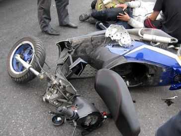 Юный брянский Олимпиец врезался на скутере в автобус и сбил людей на остановке