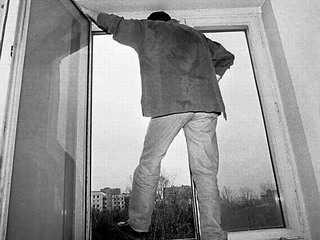 Молодой человек выбросился из многоэтажки в Брянске
