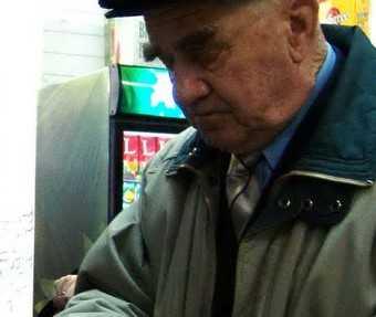 В Брянске у 90-летнего пенсионера мошенницы украли 250 тысяч