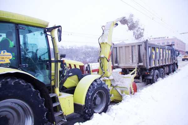 Брянские дорожники напугали снежные завалы новой техникой
