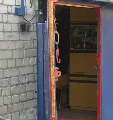 В брянском гараже обнаружили погибших парня и девушку