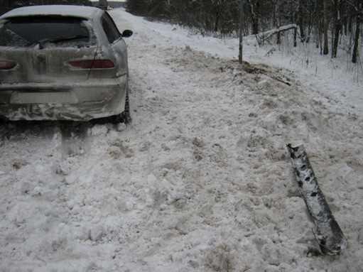 Брянские гаишники помогли улетевшему в кювет водителю