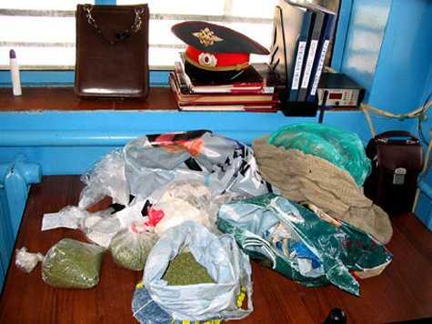 Брянский полицейский торговал наркотиками