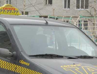 В Брянске таксист на «зебре» сбил женщину