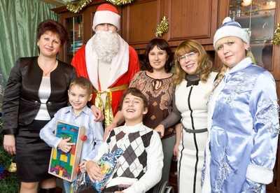Брянские приемные семьи получили подарки от Деда Мороза