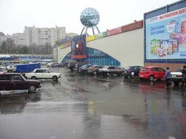 Азербайджанец протащил брянского полицейского за машиной 150 метров