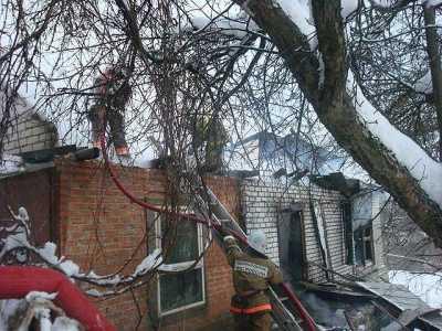 Брянская семья с маленьким ребенком спасалась от огня, выпрыгивая в окно