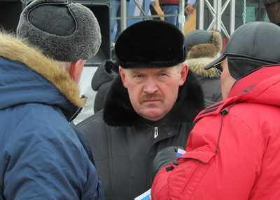 «Брянские новости» подарят мэру Брянска на Новый год лопату