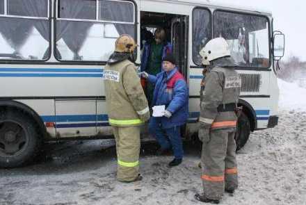 На окраине Бежицы столкнулись грузовик и пассажирский автобус