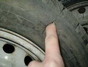 Житель Брянска попался на порче автомобильных шин