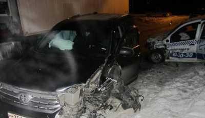 В Брянске Тойота столкнулась с тягачом и такси