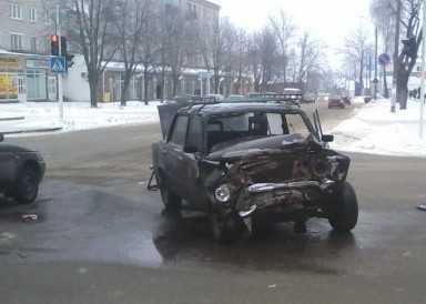 В Клинцах пожарные столкнулись с «копейкой»