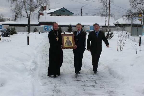Брянские кадеты получили в подарок от РПЦ и полиции икону Александра Пересвета