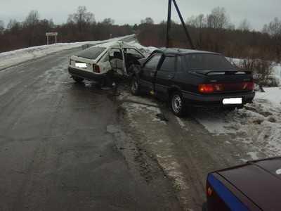 Брянского водителя, попавшего в ДТП, подвели летние шины