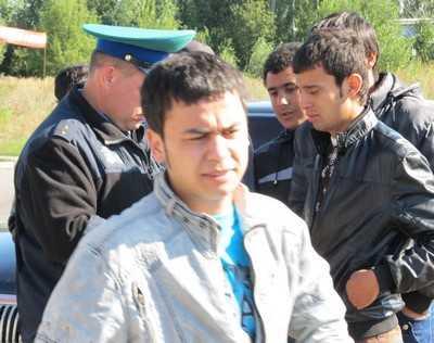 Узбек и молдаванин пытались подкупить брянских пограничников