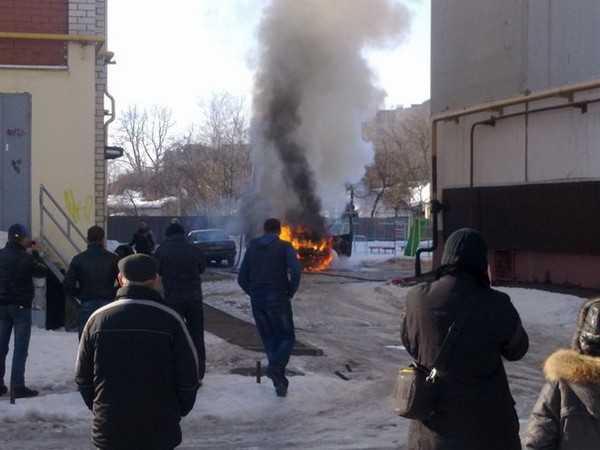 По дороге к горящей «Газели» брянские пожарные снесли столб