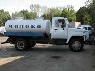На брянской трассе молоковоз протаранил грузовик с прицепом