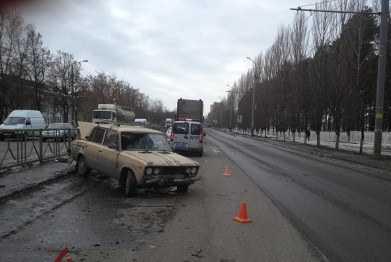 В  Брянске грузовик толкнул «легковушку» на пешехода