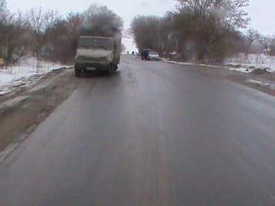 На брянской трассе  отлетевшее колесо грузовика едва не убило пенсионерку