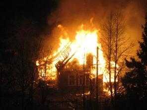 В Брянской области  при пожаре  сгорели мужчина и две женщины