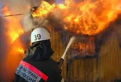 Жительницу Брянской области и её сына  из горящего дома вытащили соседи