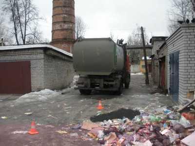 В Брянске мусоровоз задавил бродягу