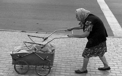 Брянского младенца бросила на улице пьяная бабушка