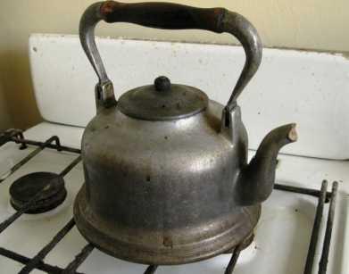 Брянский выпивоха убил знакомого чайником