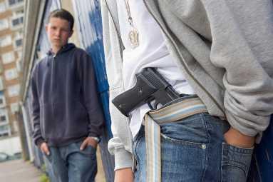 Житель Брянской области ответит перед судом за простреленную щёку подростка