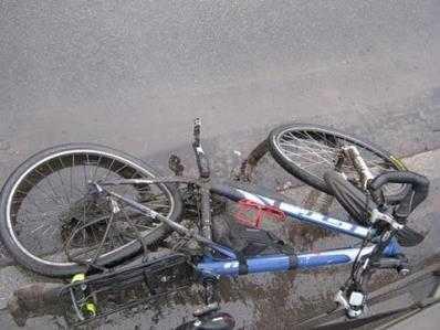 В брянской области пьяный велосипедист попал под иномарку