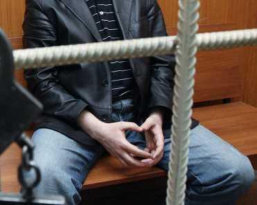 Житель Брянской области, зарезав собутыльника, забаррикадировался в подвале