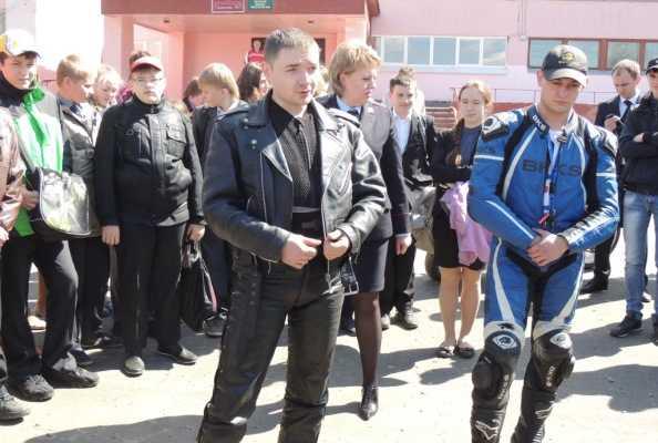 В Брянске байкеры проводят для школьников уроки безопасности на дорогах