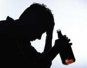 Пьяный житель Брянской области едва не задушил  беременную дочь