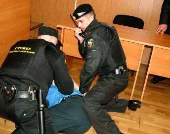 В Брянской области на судебном процессе обвиняемый  избил прокурора