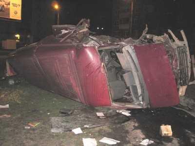 Водитель Газели врезался в столб и погиб