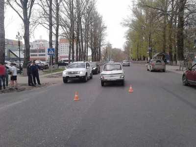 Брянский пенсионер на «Запорожце» сбил девушку
