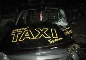В Брянске мотоцикл врезался в такси