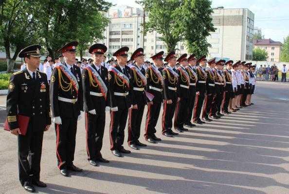 Для выпускников брянского кадетского корпуса  полиции прозвенел последний звонок