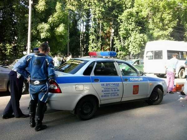 В Брянске на Рославльской мотоциклист врезался в «Форд»