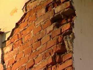 В Брянской области рухнувшая стена дома убила женщину