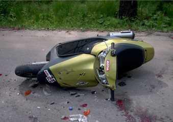 В Брянской области  скутер влетел в «ВАЗ» и снёс пешехода