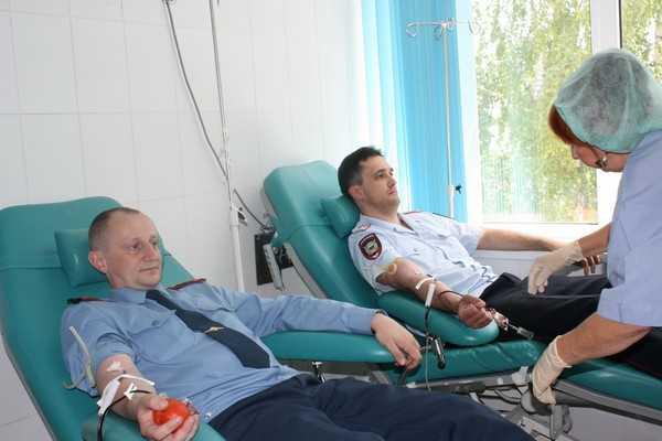 Брянская полиция отметила праздники сдачей крови