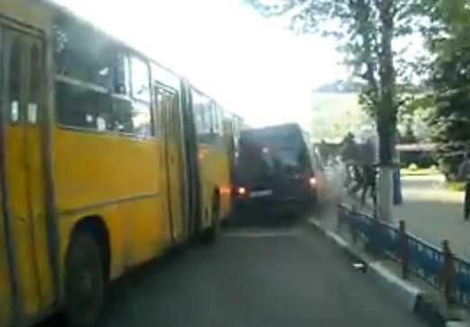 О ДТП на площади Партизан в Брянске рассказали очевидцы и ВИДЕО