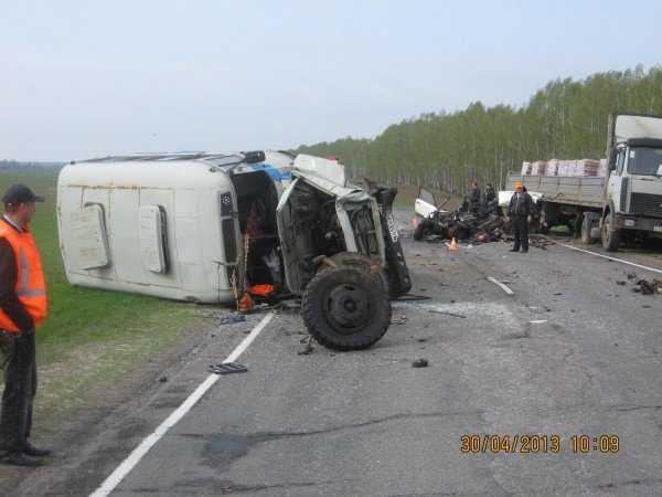 Под Почепом столкнулись автобус и ВАЗ, водитель погиб