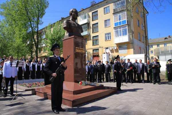 В Брянске открыли памятник  партизанскому командиру  Дмитрию Емлютину