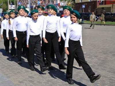 В Брянске прошел парад юнармейских войск